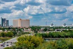 Vue panoramique de Hyatt Regency, de centre de Rosen et de Convention Center ? la r?gion internationale d'entra?nement photographie stock