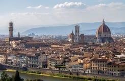 Vue panoramique de l'église de Fiori de dei de Santa Maria, du dôme et de Palazzo Vecchio de piazzale Michaël Angelo à Florence,  Photos stock