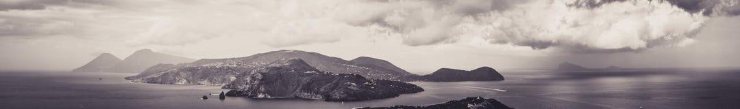 Vue panoramique de l'archipel des îles éoliennes de l'île de Vulcano image stock