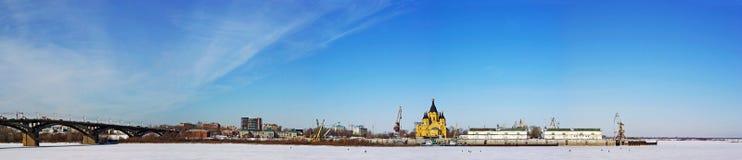 Vue panoramique de l'hiver de fleuve d'Oka dans Nizhny Novgo Image stock