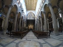 Vue panoramique de l'intérieur de la cathédrale de Pise Photos libres de droits