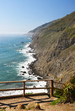 Vue panoramique de l'itinéraire 1 de la Californie vu du point en lambeaux Image libre de droits
