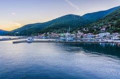 Vue panoramique de la mer du port de Sami Kefalonia Photos libres de droits