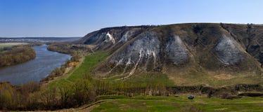 Vue panoramique de la montagne de la craie au-dessus de la vallée du Images stock