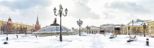 Vue panoramique de la place de Manezhnaya ou de Manege en hiver, Moscou, Russie photographie stock