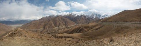 Vue panoramique de la route d'amitié au Thibet Photographie stock