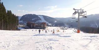 Vue panoramique de la station de sports d'hiver Bukovel Photos stock