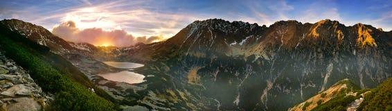 Vue panoramique de la vallée de cinq lacs en montagne de tatra Images libres de droits