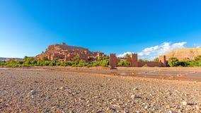 Vue panoramique de la ville enrichie d'AIT Ben Haddou Image stock
