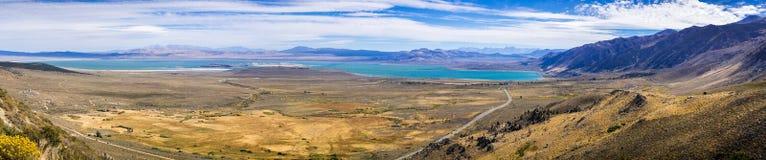 Vue panoramique de lac mono images libres de droits