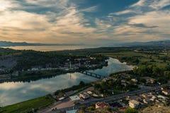 Vue panoramique de lac Shkodra dans le coucher du soleil l'albanie photos stock