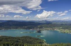 Vue panoramique de lac Worthersee Photographie stock libre de droits
