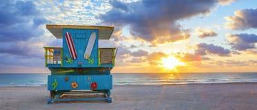Vue panoramique de lever de soleil du sud célèbre de plage de Miami Photos stock