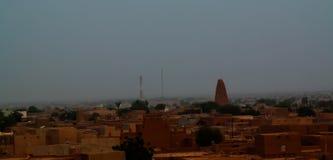 Vue panoramique de lever de soleil aérien à la vieille ville d'Agadez avec Moscue grand, air, Niger Photo libre de droits
