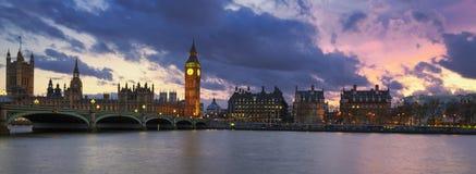 Vue panoramique de Londres au coucher du soleil photographie stock