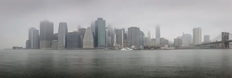 Vue panoramique de Lower Manhattan un matin brumeux - NYC image libre de droits