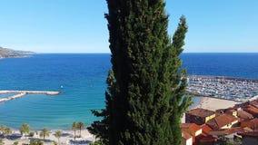 Vue panoramique de Menton sur la Côte d'Azur banque de vidéos