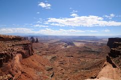 Vue panoramique de Mesa Arch, parc national de Canyonlands, Utah images libres de droits