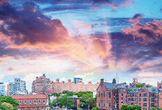 Vue panoramique de Midtown Manhattan au coucher du soleil de la ligne élevée parc, Photos libres de droits