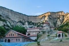 Vue panoramique de monastère antique de Shio-Mgvime près de Mtskheta, la Géorgie Photo stock