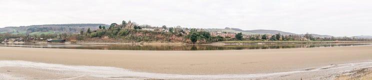 Vue panoramique de Newnham sur Severn d'Arlingham sur les banques de la rivière Severn image libre de droits