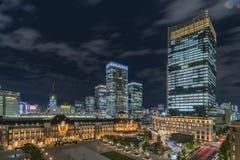 Vue panoramique de nuit de côté de Marunouchi de gare ferroviaire de Tokyo photos libres de droits