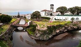 Vue panoramique de paysage urbain à la municipalité et à la place centrale de Ribeira grandes, sao Miguel, Açores, Portugal photographie stock libre de droits
