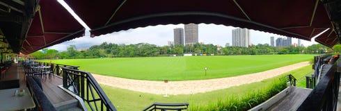 Vue panoramique de pelouse chez Polo Club Singapore photographie stock