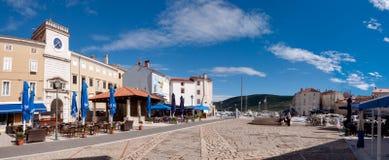 Vue panoramique de place de Frane Petrica dans Cres Images stock