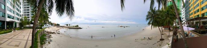 Vue panoramique de plage de Tanjung Bungah dans la station de vacances d'hôtel photo stock