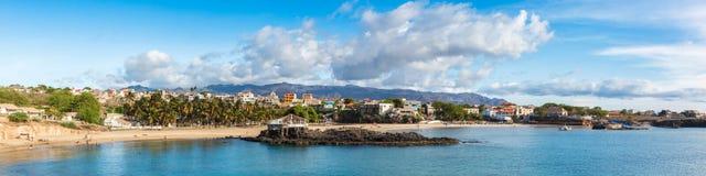 Vue panoramique de plage de Tarrafal en île de Santiago dans le cap Verd photo stock