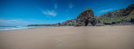 Vue panoramique de plage les Cornouailles Angleterre de Bedruthan photographie stock libre de droits