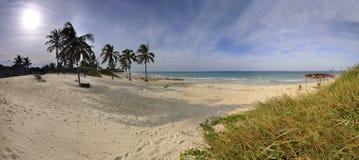 Vue panoramique de plage tropicale, Cuba. image stock
