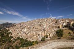 Vue panoramique de Prizzi, Italie Photographie stock