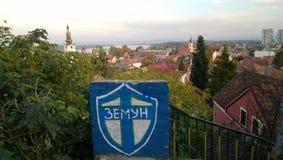 Vue panoramique de secteur de Zemun de Belgrade, et l'inscription avec le nom d'un secteur dans le cadre photo libre de droits