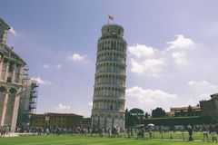 Vue panoramique de tour penchée de Pise ou de tour de Pise photos stock