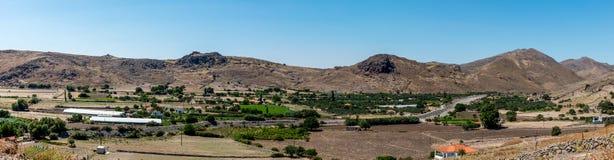 Vue panoramique de vallée de moutain avec des fermes photos libres de droits