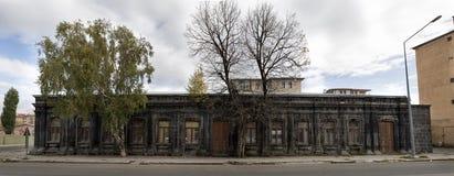 Vue panoramique de vieille maison en pierre historique dans Kars Photographie stock libre de droits