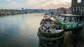 Vue panoramique de vieux ville et Ribeira de Porto Porto au-dessus de rivière de Douro de Vila Nova de Gaia, Portugal photos libres de droits