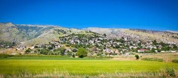 Vue panoramique de village de Dervican, Albanie Photo stock
