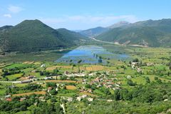 Vue panoramique de village de Kristallopigi, Macédoine occidental, Grèce, l'Europe image libre de droits