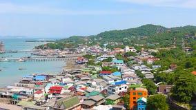 Vue panoramique de village de pêche d'estuaire de Chumphon avec le ciel nuageux, Thaïlande La pêche est la profession principale  Photographie stock libre de droits