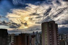 Vue panoramique de ville de Benidorm un jour d'été au coucher du soleil image stock