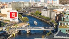 Vue panoramique de ville de Berlin avec la rivière de fête Images libres de droits