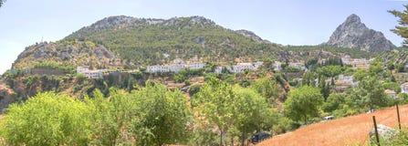 Vue panoramique de ville de Grazalema, Cadix, Espagne Photographie stock libre de droits
