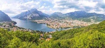 Vue panoramique de ville de lac Como et de Lecco, Italie image stock