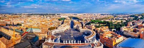 Vue panoramique de ville de place de Rome et de St Peter Photo stock