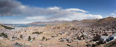 Vue panoramique de ville de Puno, Pérou photos stock
