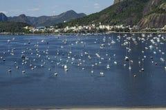 Vue panoramique des bateaux et des yachts dans la marina image libre de droits