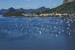 Vue panoramique des bateaux et des yachts dans la marina photographie stock libre de droits